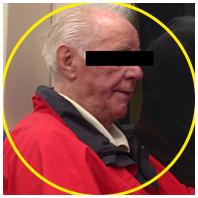 Alter Mann in der Bahn